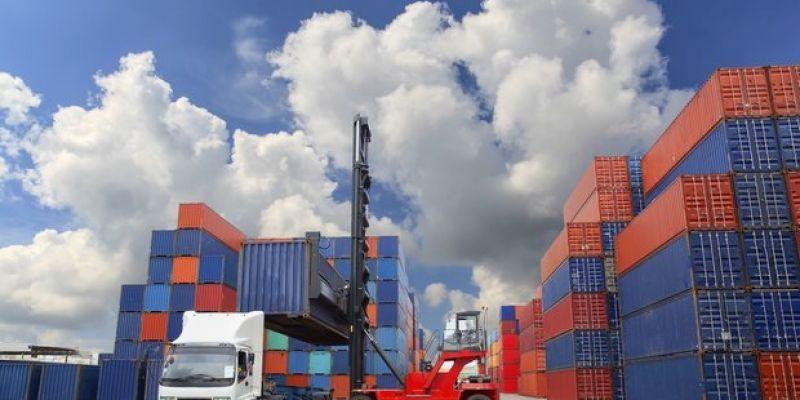 دو روی سکه صادرات؛ از معضلات ارزی و کاهش صادرات به چین تا تسهیل تجارت با دوبی و مشوق صادراتی