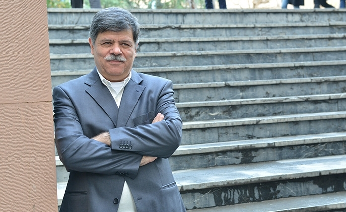 Photo of استاد برجسته اقتصاد کشور از مزایای ایجاد فدراسیون توسعه ای زعفران در بخش خصوصی می گوید